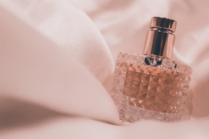 た 流行っ 香水 なぜ
